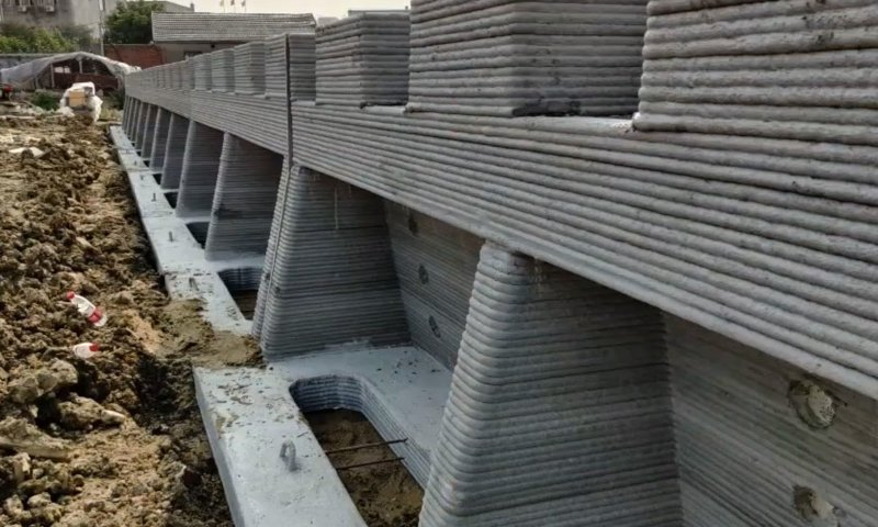 Schon heute beim Abenteuer 3D-Druck realisiert: Von Winsun 3D gedruckte Betonmauer