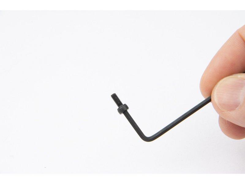 Schraube mit Innensechskantschlüssel aufnehmen