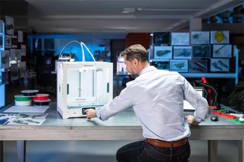Der Ultimaker S5 am Arbeitsplatz, Ihr idealer Begleiter in Büro oder Werkstatt